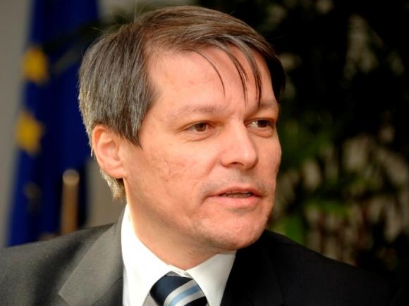 Premierul Dacian Cioloș și-a început vizita de două zile în Franța