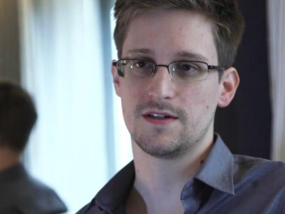 Viaţa lui Edward Snowden la Hong Kong: clandestinitate, pizza şi telefoane mobile în frigider