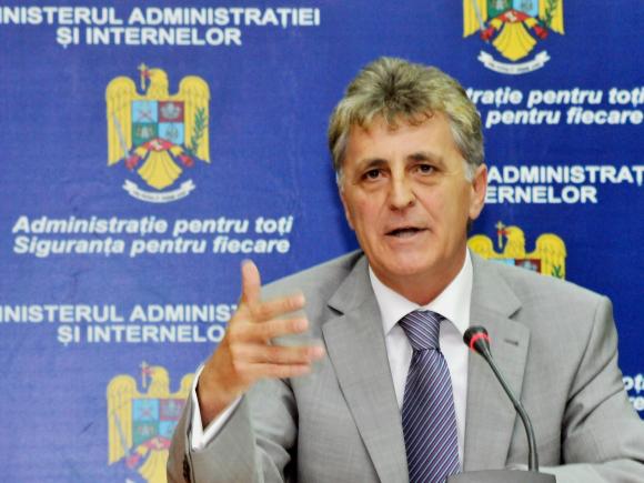 Duşa anunţă că în toamnă vor fi adoptate legi noi privind organizarea MApN şi pensiile militare