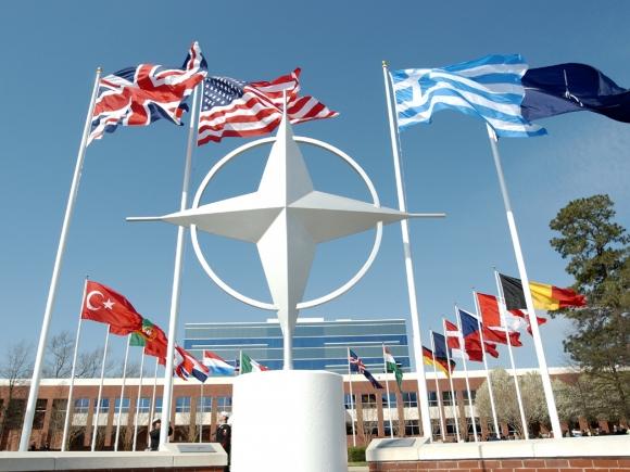 NATO confirmă intrarea unor convoaie militare ruse în Ucraina
