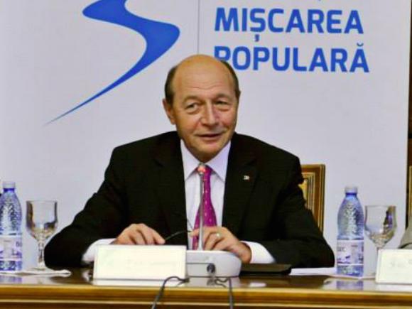 Fostul preşedinte Traian Băsescu îşi ia în primire biroul la sediul PMP