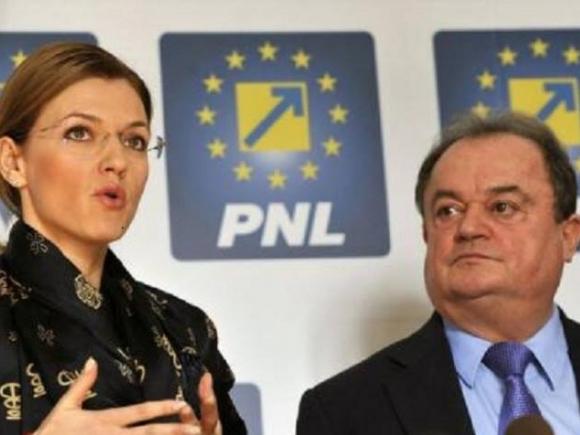 Blaga: Bugetul țării se transformă în pușculița PSD
