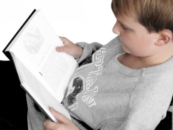 Pentru un somn mai bun este preferabil să citiți o carte tipărită, nu în format electronic