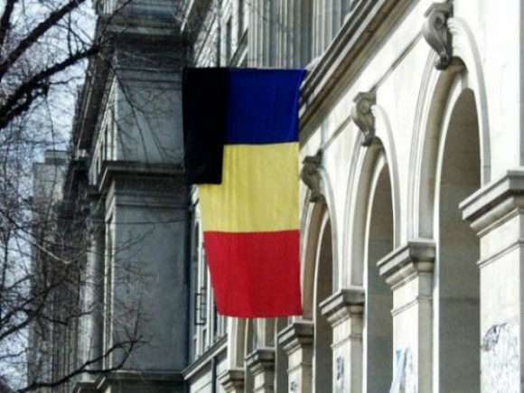 Tricolorul românesc, arborat în bernă de Ziua Drapelului Naţional