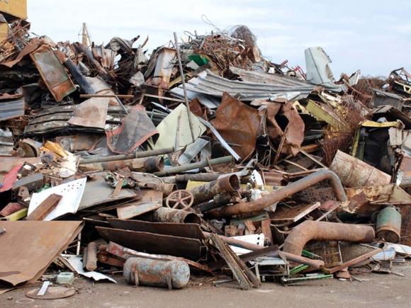 """Ministerul Economiei vrea să oprească furtul de fier vechi și să interzică """"bișnița"""""""