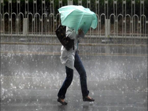 Atenționare ANM: Cod galben de furtuni în mai multe zone din ţară