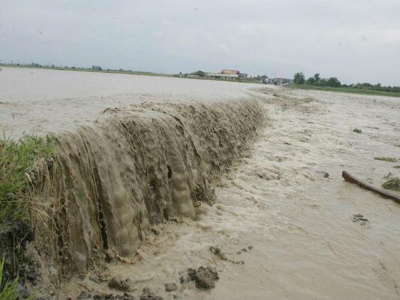 Cod roșu de inundații: Zeci de localități, afectate