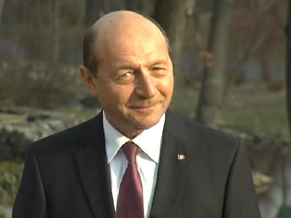 """Traian Băsescu le răspunde celor care i-au reproşat că l-a lăudat pe Ponta: """"Românii sunt adevăraţii învingători. Lor le mulţumesc !"""""""