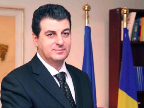 Iohannis a semnat decretul pentru acreditarea ambasadorului Mihnea Motoc în Marea Britanie