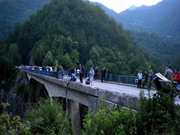 Douăzeci de persoane dintre supravieţuitorii accidentului din Muntenegru au fost audiate