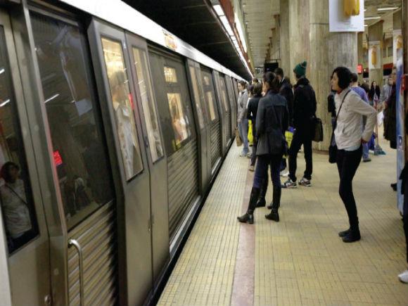 Metrorex: Avem reguli de călătorie afișate în toate trenurile și stațiile de metrou