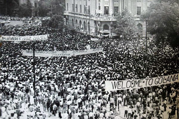 Piata-Universitatii-1990-Zona-Libera-de-Neocomunism-a-Romaniei-Foto-Pascal-Ilie-Virgil-600x400
